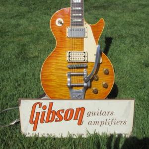 Original late 50s Gibson dealer stand.